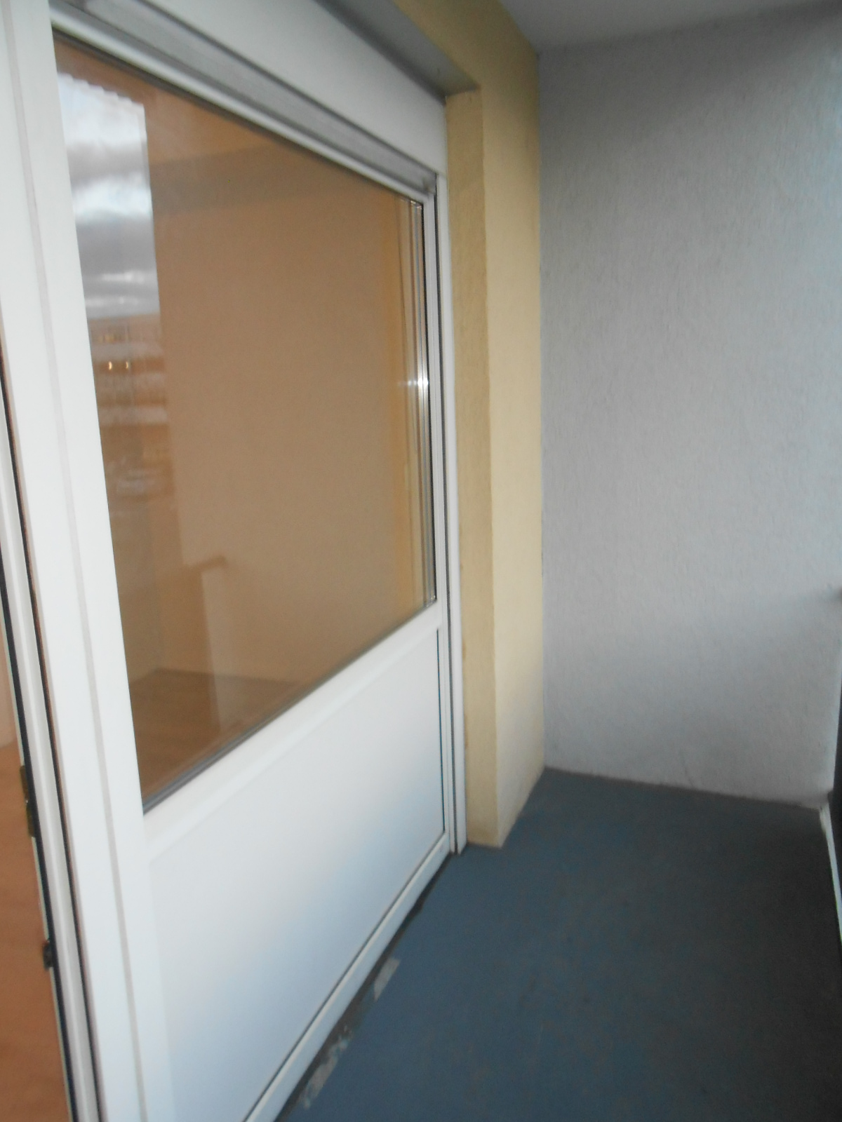 r sselsheim vollst ndig renovierte 1 zimmer wohnung fu l ufig zur uni zum krankenhaus beides. Black Bedroom Furniture Sets. Home Design Ideas