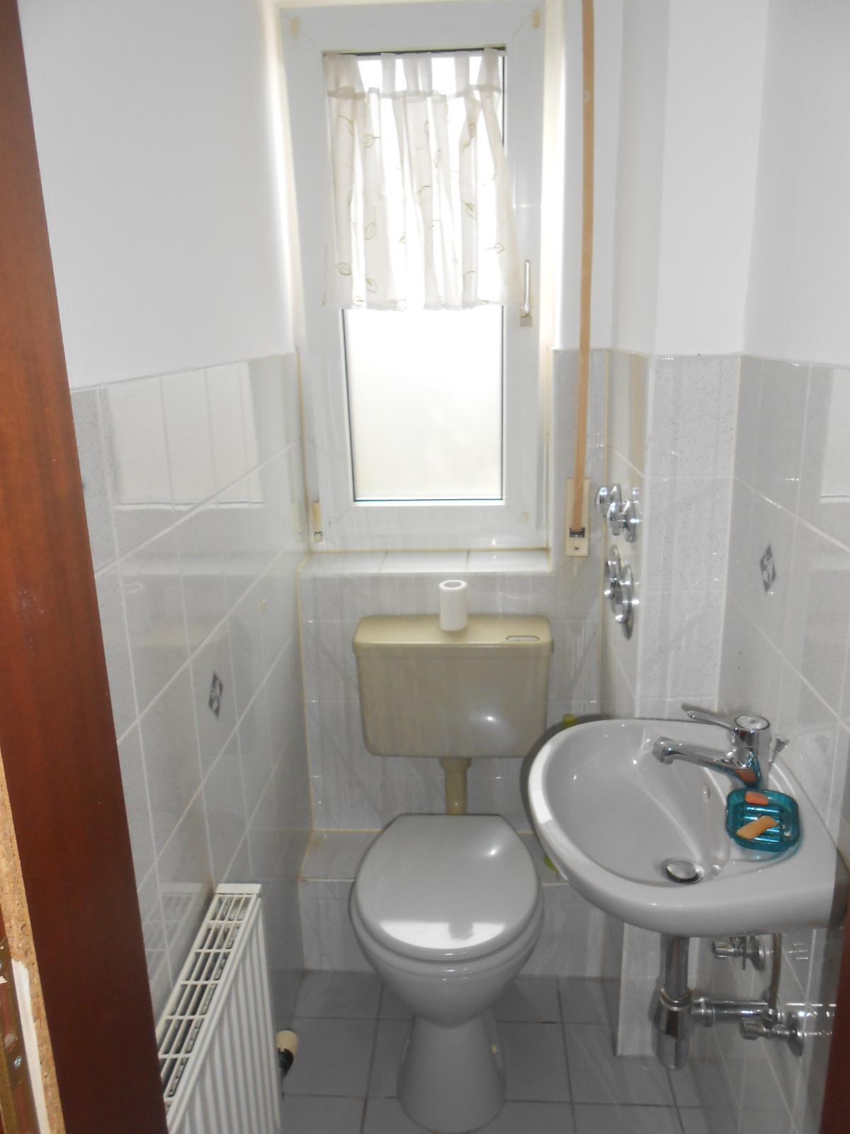 64572 b tt klein gerau 2 zi whg ca 64 m wohnfl gehoben ausgestattet ebk g ste wc. Black Bedroom Furniture Sets. Home Design Ideas